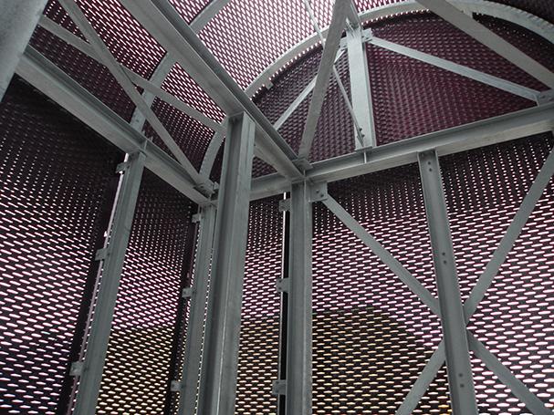 Strekmetalen bekleding van een trappenhuis