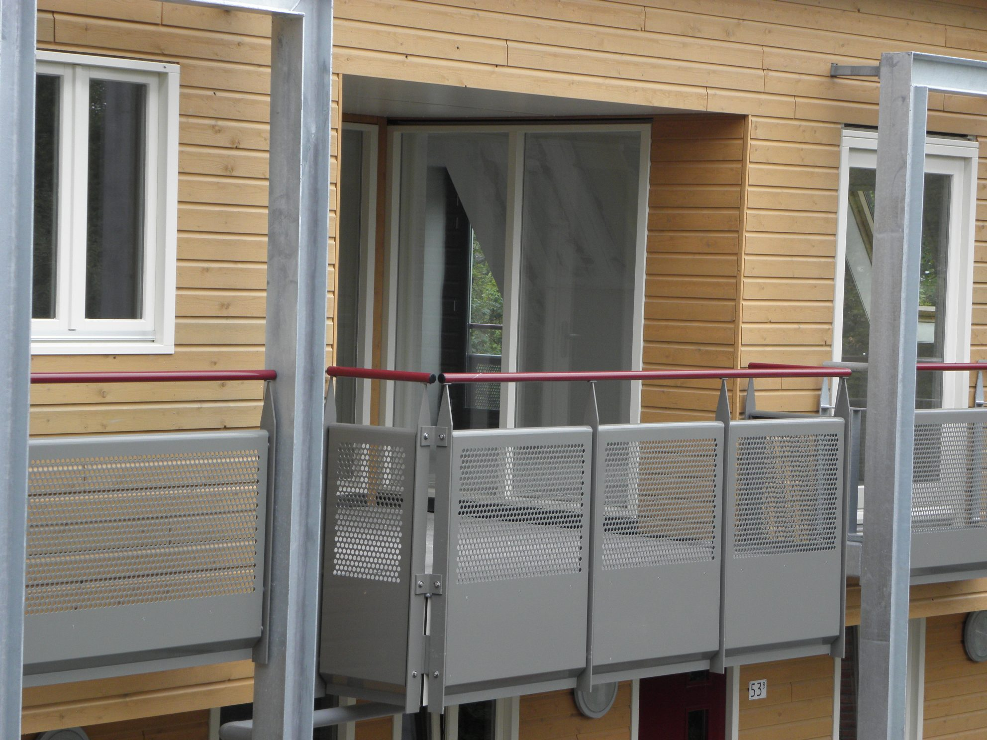 Balkon- en galerijhekken aluminium geperforeerde panelen voorzien van poedercoating